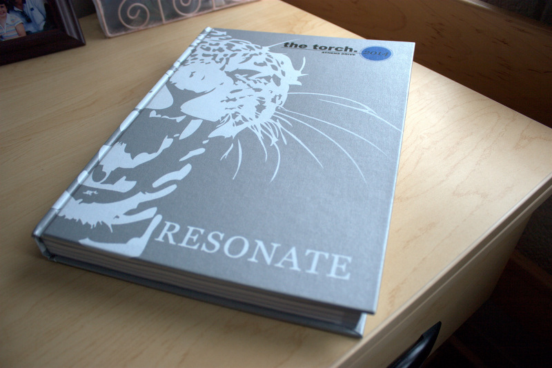 resonate yearbook theme déjà hue designs